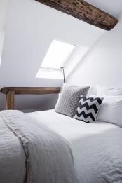 minimalist-18th-century-apartment-with-a-scandinavian-feel-12