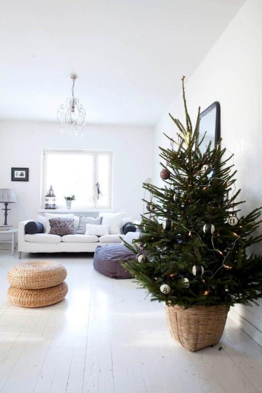22 minimalist and modern christmas tree d cor ideas digsdigs for Modern gold christmas tree