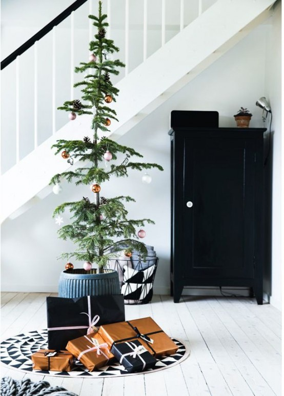 minimalist and modern christmas tree decor ideas