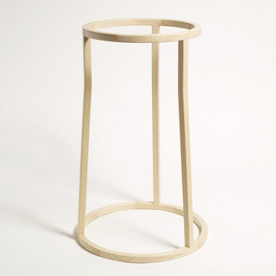 Minimalist And Sophisticated Uma Clothes Stand