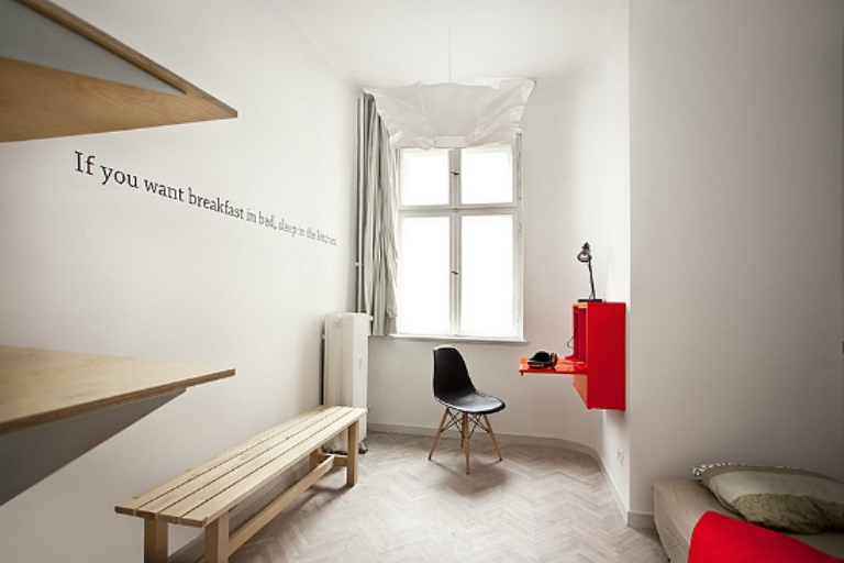 Minimalist apartment in hotel and homely styles digsdigs for Minimalist hotel