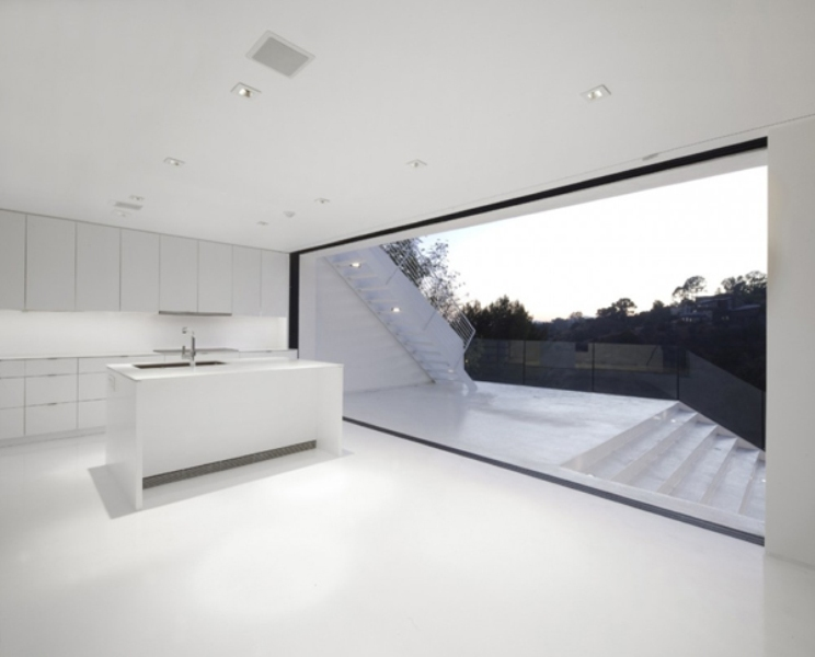 minimalist black and white house on the hollywood hills