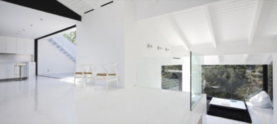 Minimalist black and white house on the hollywood hills for Casa minimalista harborview hills