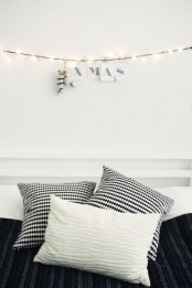 a light garland with black and white letters, wrapped candies is a stylish monochromatic decor idea