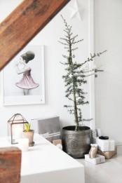 a Christmas tree in metallic pot, metallic ornaments for a Nordic minimalist look