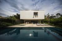 minimalist-concrete-casa-branca-in-the-tropics-1