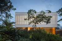 minimalist-concrete-casa-branca-in-the-tropics-15