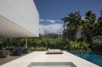 minimalist-concrete-casa-branca-in-the-tropics-2