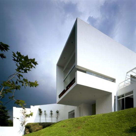 Minimalist House Divided on Two Layers – Cube House by Agraz Architects