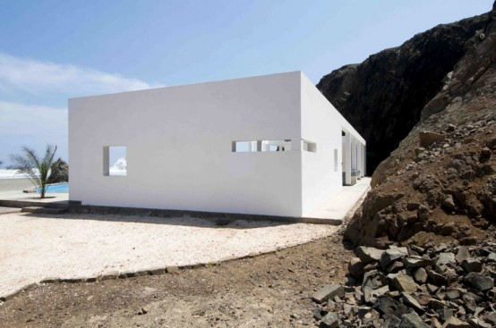 Minimalist House Located On Deserted Beach