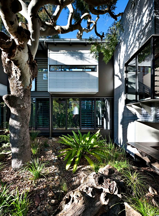 Minimalist House With A Double Height Deck In Australia
