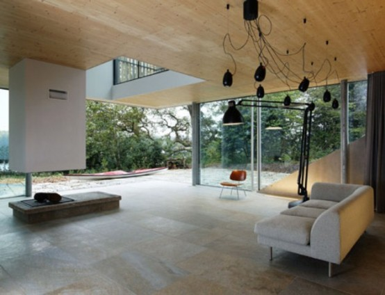 Minimalist House With A Glazed Facade