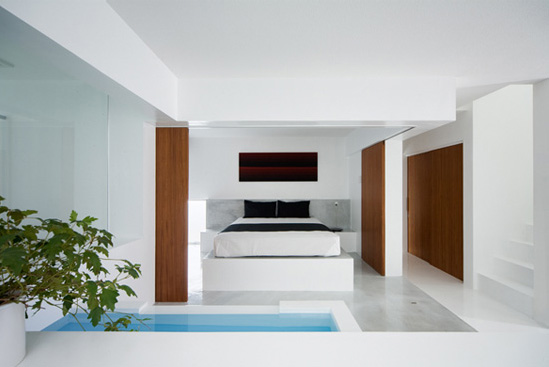 Minimalist white house by koichi kimura digsdigs for Japanese minimalist interior design