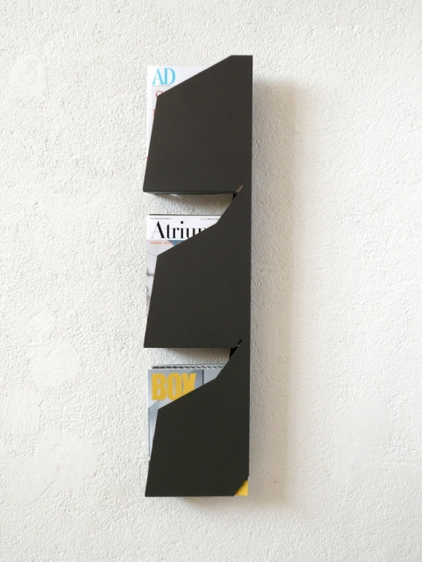 Minimalist and Sculptural Magazine Rack For Up To 30 Magazines