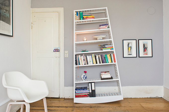Minimalist Topple Rocking Shelf | DigsDigs