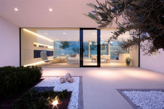 Minimalist White House In Lido Island Venezia