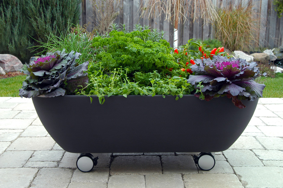 Mobile bathtub like planter to organize a mobile garden Garden tube