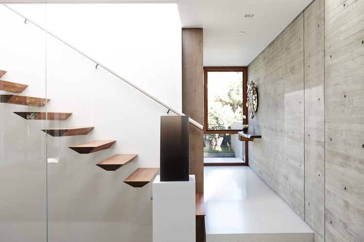 Picture Of modern and stylish home embracing the surroundings  2