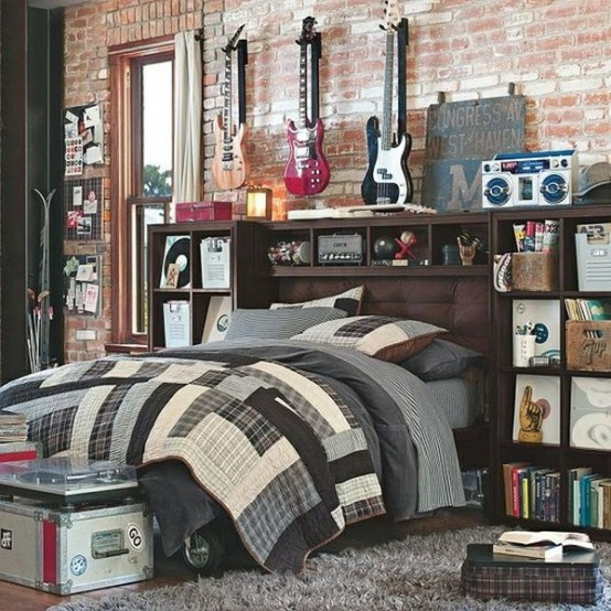 Rustic and vintage décor details are perfect for this music-inspired space. Great place to spend an afternoon with friends and play on guitars.