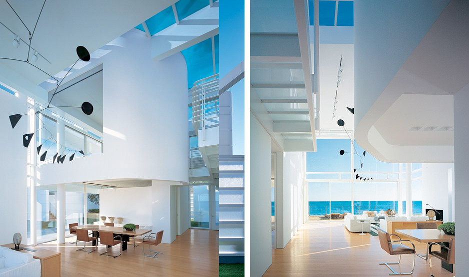 Modern Beach House With White Exterior Paint By Richard Meier