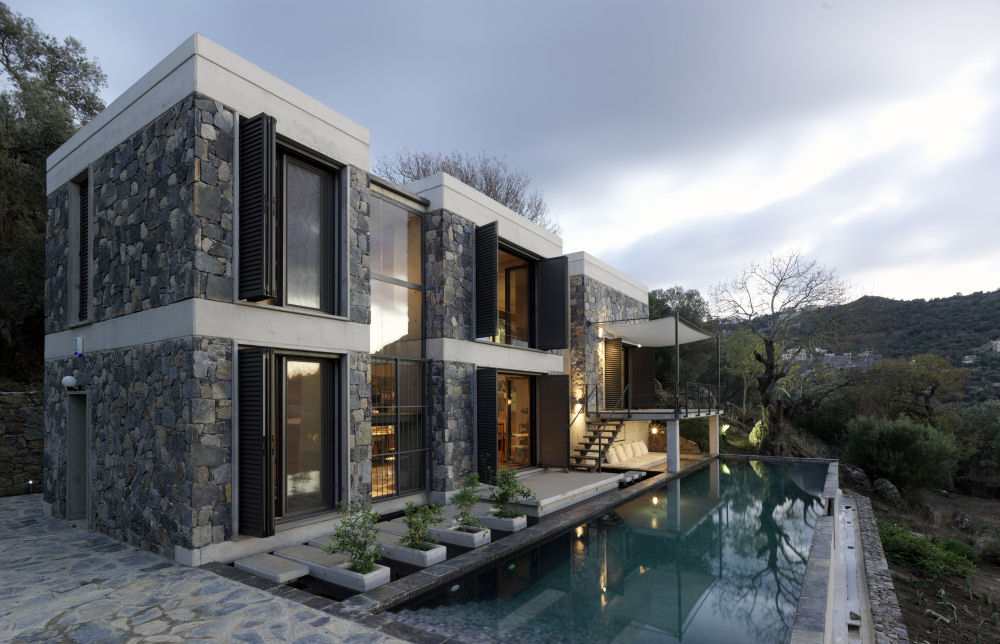 Modern but traditional house design house digsdigs for Conventional homes