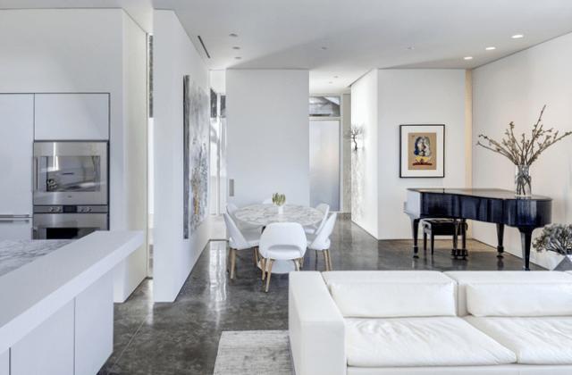Modern Casa Di Luce With Crisp White Interiors