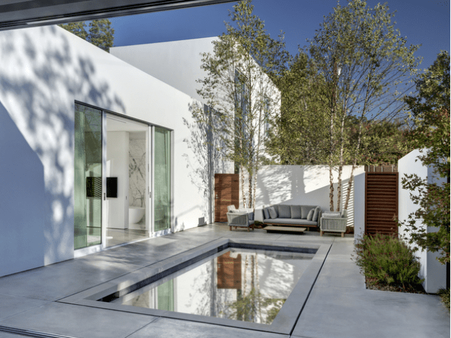 Modern Casa Di Luce With Crisp White Interiors