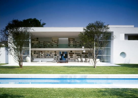Gamma Issa – Modern Casa of Book Lover