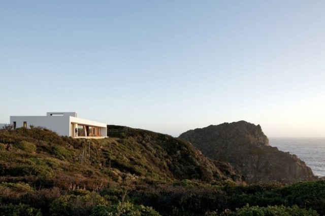 Modern Clifftop House With Spectacualr Views