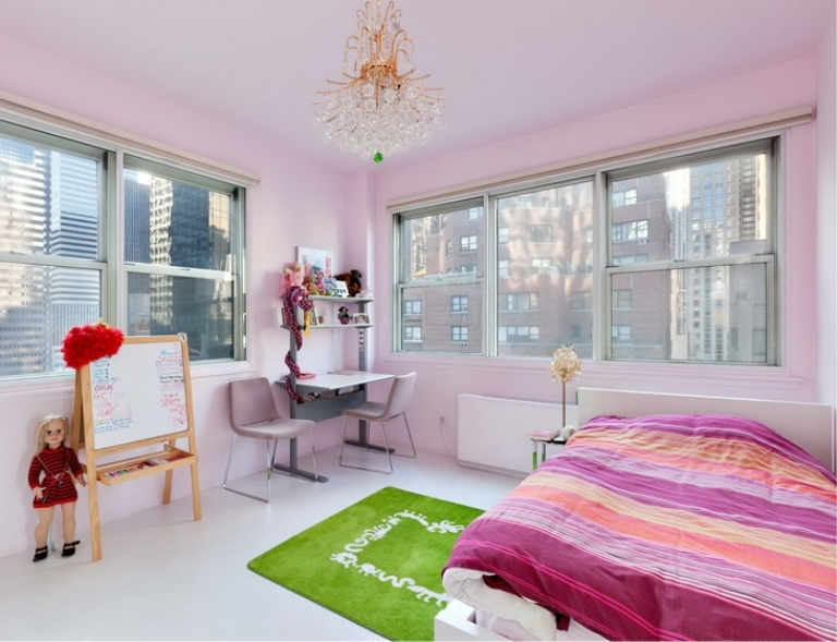 Modern Colorful Apartment On Manhattan