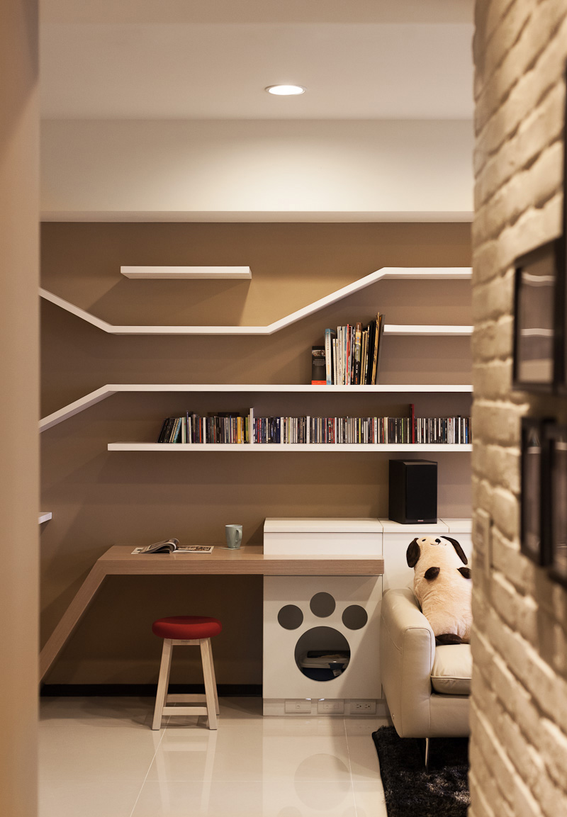 Picture Of modern custom shelving to keep the cat happy  6