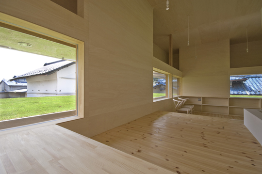 Modern farm house with the lawn on the second floor roof digsdigs