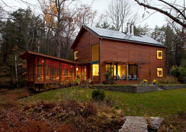 Modern house with a rustic cedar exterior and calm Modern rustic farmhouse plans
