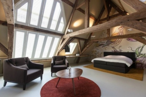 Modern House With Exposed Beams And Trees Decor Theme