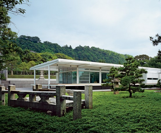 Traditional Japanese House Design in Modern Style by Foster + Partners