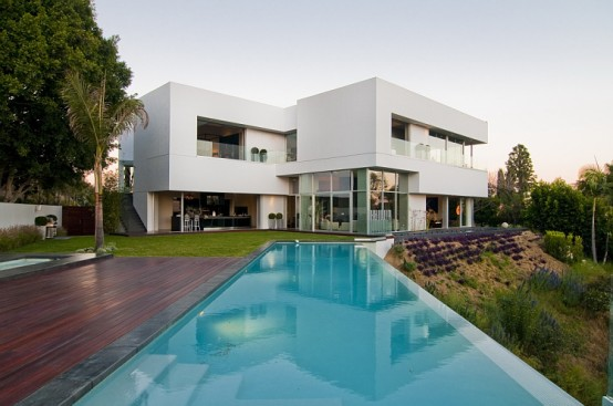 California Modern Luxury Residence – Nightingale Drive House by Marc Canadell