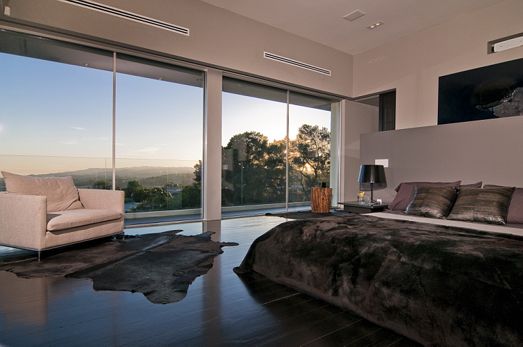 California modern luxury residence nightingale drive for Luxury modern bedroom