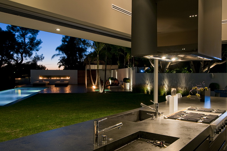 California modern luxury residence nightingale drive for Modern luxury house design