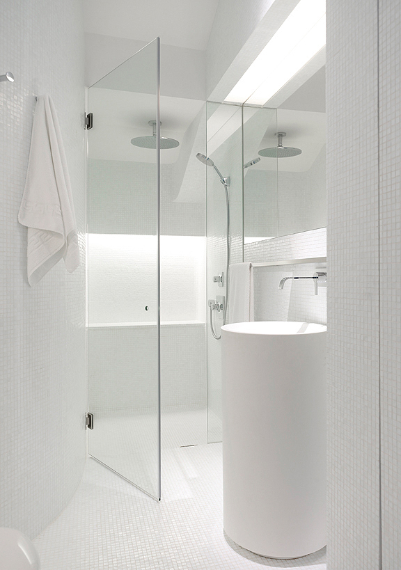 Modern minimalist house design in singapore by ong ong for Bathroom interior design modern minimalist
