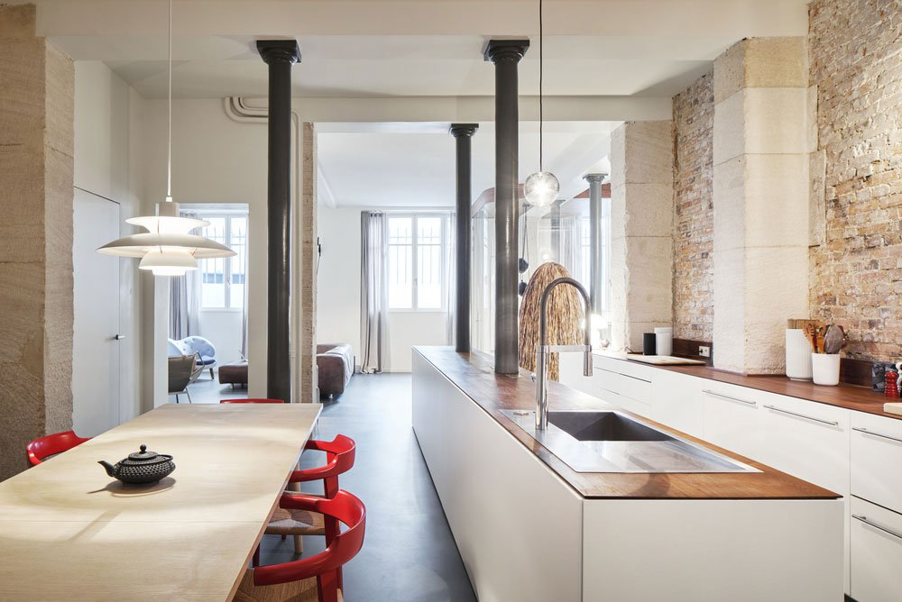 Modern Parisian Apartment With A Podium For Zoning