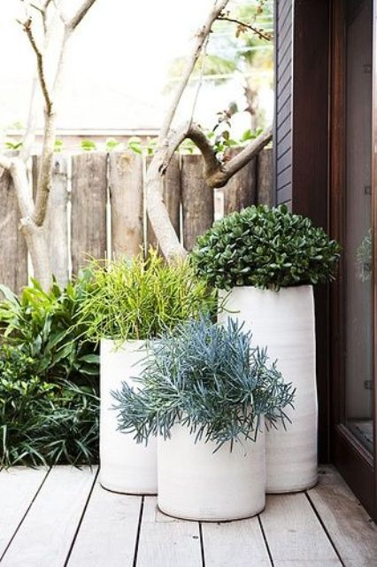37 modern planters to make your outdoors stylish digsdigs. Black Bedroom Furniture Sets. Home Design Ideas