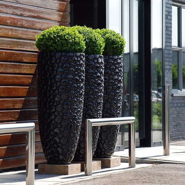 Modern Planter To Make Your Outdoors Stylish