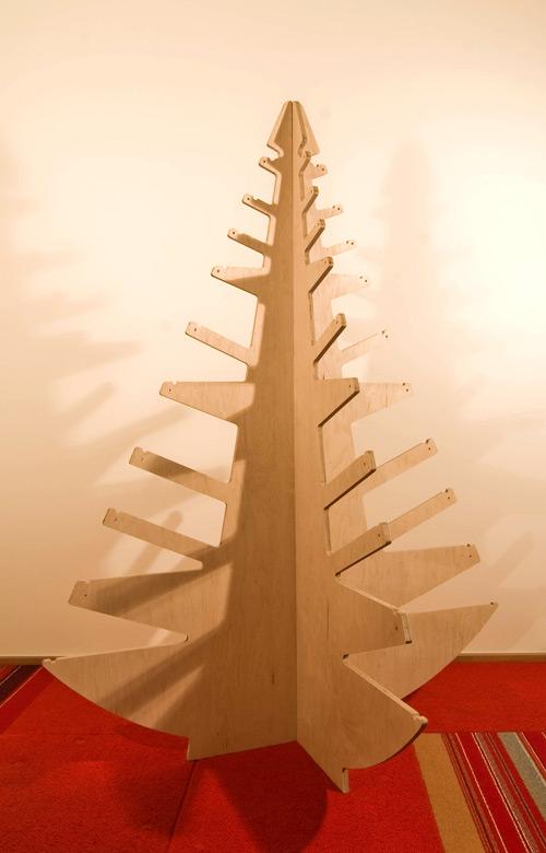 modern plywood christmas tree digsdigs. Black Bedroom Furniture Sets. Home Design Ideas