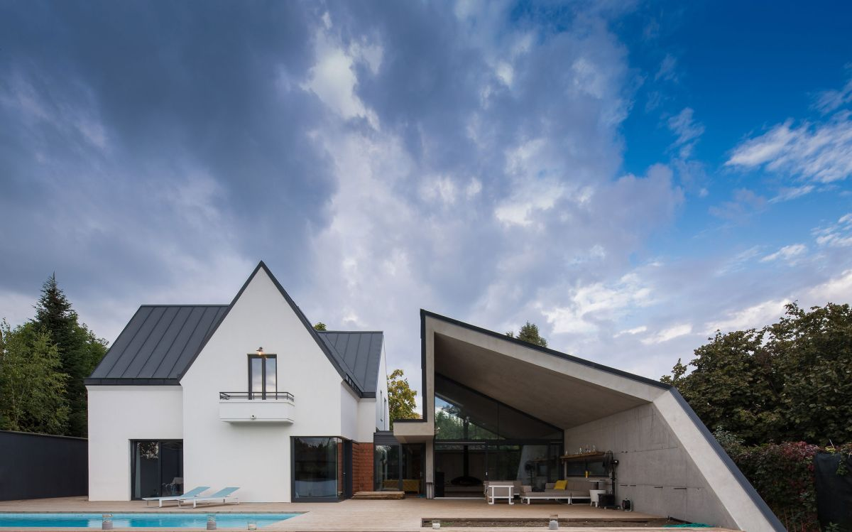 Modern Reinterpretation Of A Traditional Romanian House