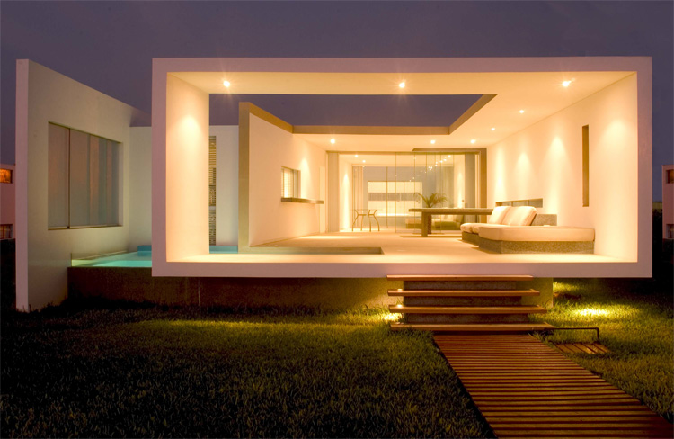 Modern small beach house design in peru by javier artadi for Beach house designs interior