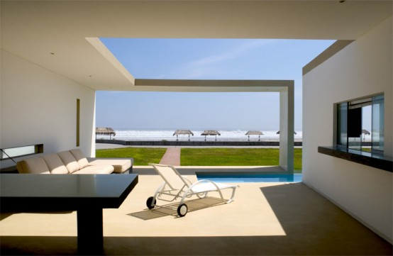 Modern Small Beach House Design