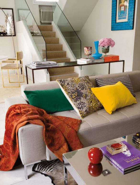 Modern Spanish House With A Beautiful Art Presentation