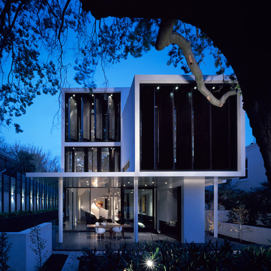 Modern And Glamour Sustainable Home Design – Verdant Avenue House by Robert Mills