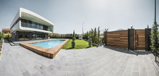 Modern Turkish City Home Design With Glass Walls