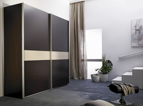 Modern Wardrobe With Refined Door Design